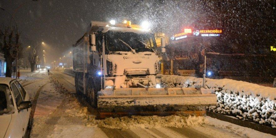 Başkan Gül'den gece kar mesaisi