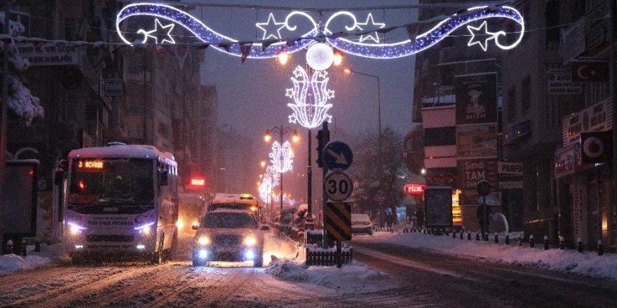 Nevşehir güne karla başladı
