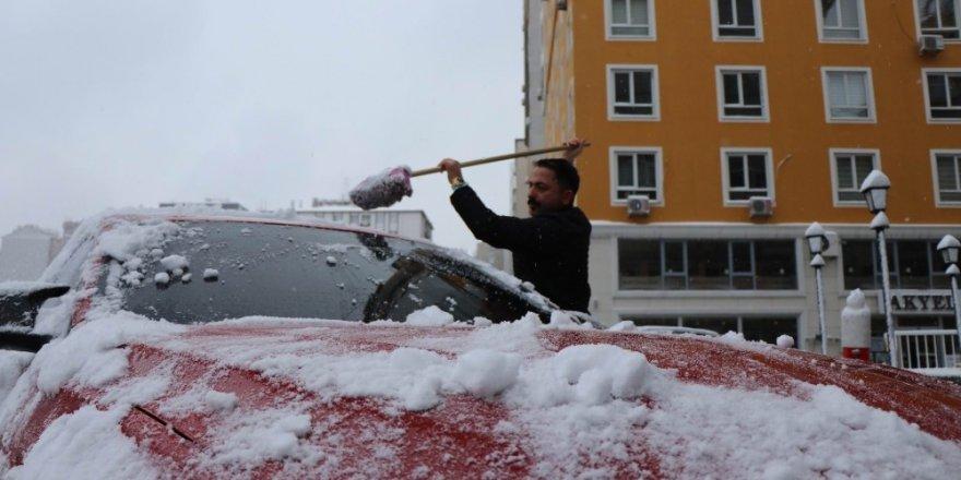Kayserililer güne karla uyandı