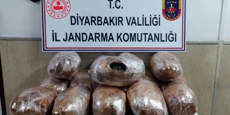 Diyarbakır'da 49 kilo esrar ele geçirildi