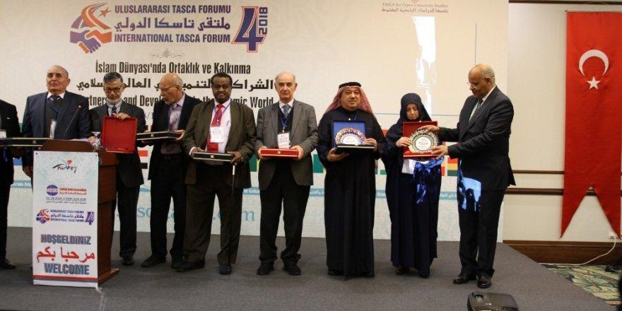 Kütahya çinisi, TASCA Forumu'nun katılım hediyesi oldu