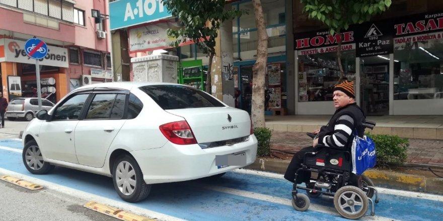 Engelli sürücüye park engeli