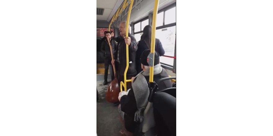 Sivaslı aşıktan otobüste konser