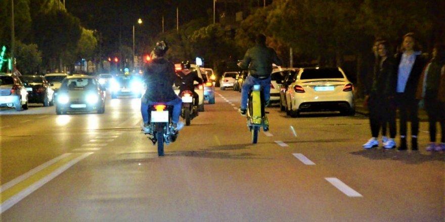 Motosikletli grup ölüme davetiye çıkardı