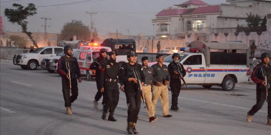 Gunmen kill 4 police officers in NW Pakistan
