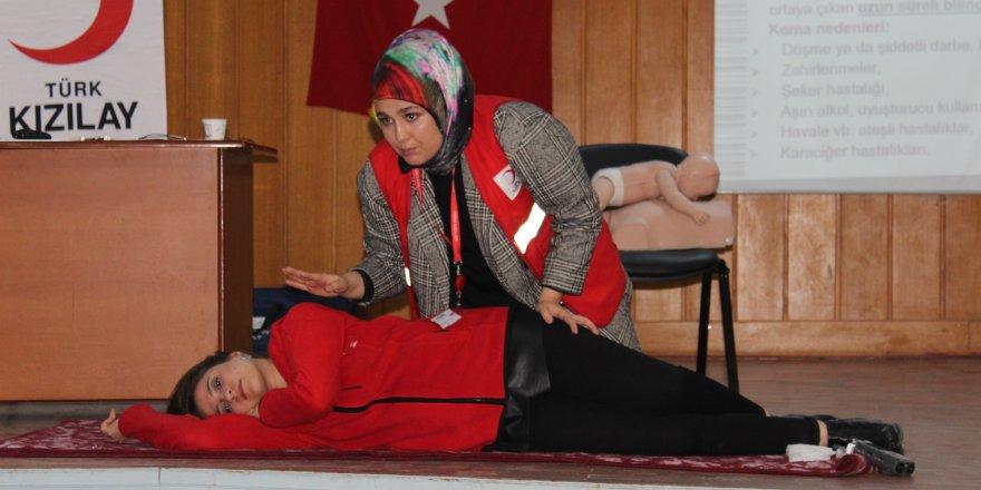 """Yunak'ta kamu çalışanları için """"İlk Yardım Eğitimi"""" düzenlendi"""