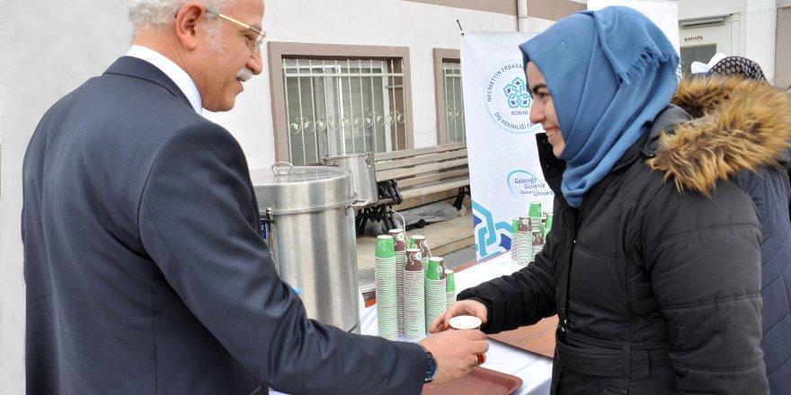 NEÜ Diş Hekimliği Fakültesinde vatandaşlara ve öğrencilere salep ikramı