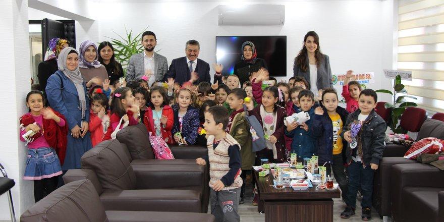"""Konya'da anaokulu öğrencilerinden """"Geleceğini Çöpe Atma"""" projesine destek"""