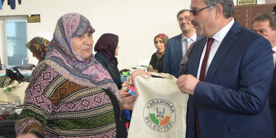 Karapınar Belediye Başkanı Yaka, pazar çantası dağıttı