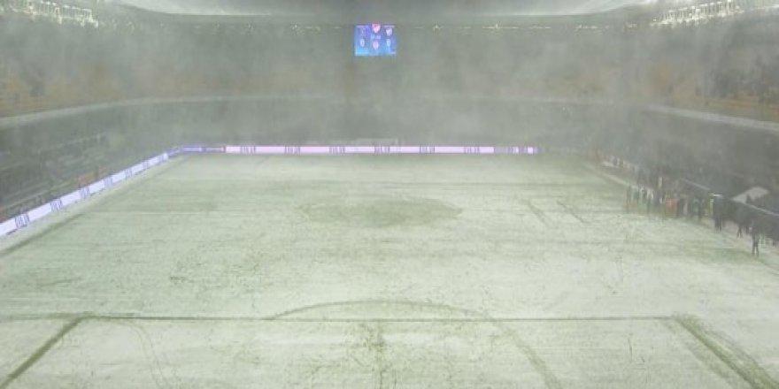 Başakşehir - Bursaspor maçı tatil edildi