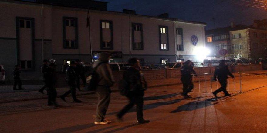 Saldırgan Çevik Kuvvet Şube Müdürlüğü önünden tüfekle kaçarken yakalandı