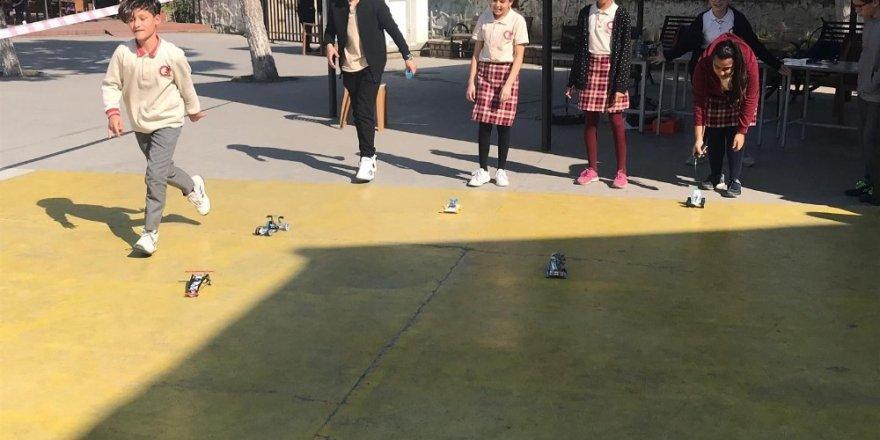 Öğrenciler enerji dönüşümlü arabalarını yarıştırdı