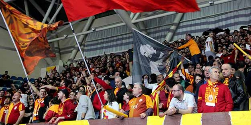 Galatasaray taraftarından büyük protesto!