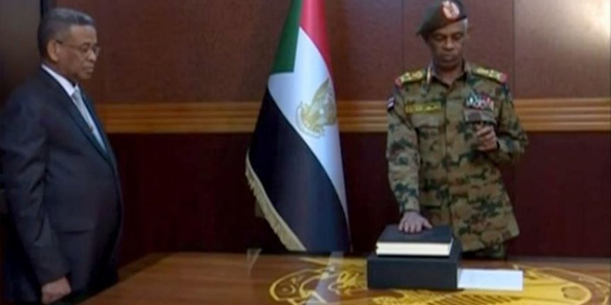 Soudan: les manifestations se poursuivent devant les centres de commandement de l'armée