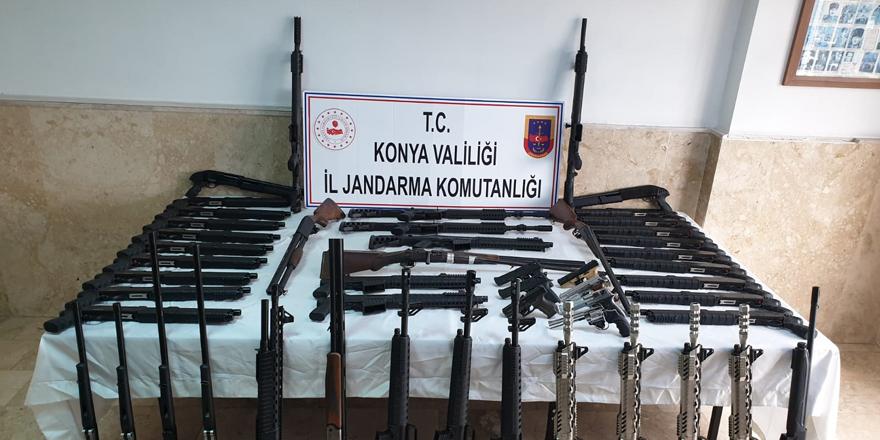 Konya'da çok sayıda ruhsatsız av tüfeği ele geçirildi