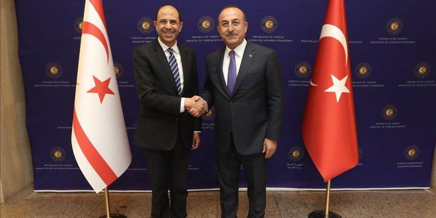 Chypre: Cavusoglu reçoit le chef de la diplomatie chypriote turque