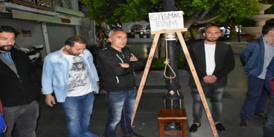 Marmaris'te esnaf, temsili darağacı kurarak istismarcılara idam istedi
