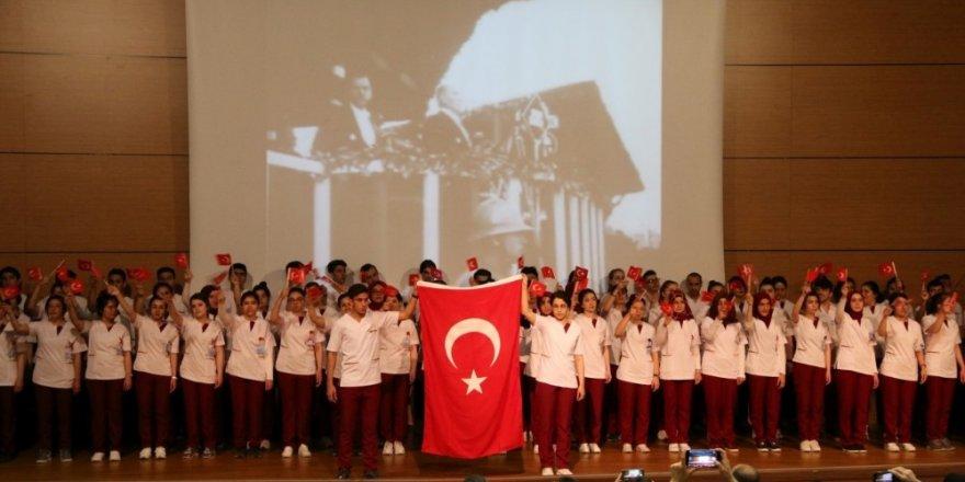 NEVÜ'lü Hemşirelik bölümü öğrencileri üniformalarını törenle giydi