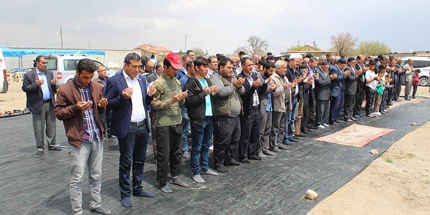 Yunak'ta çiftçiler yağmur duasına çıktı