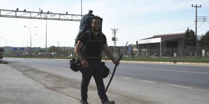 İtalyan antropolog yürüyerek Çin'e gidiyor