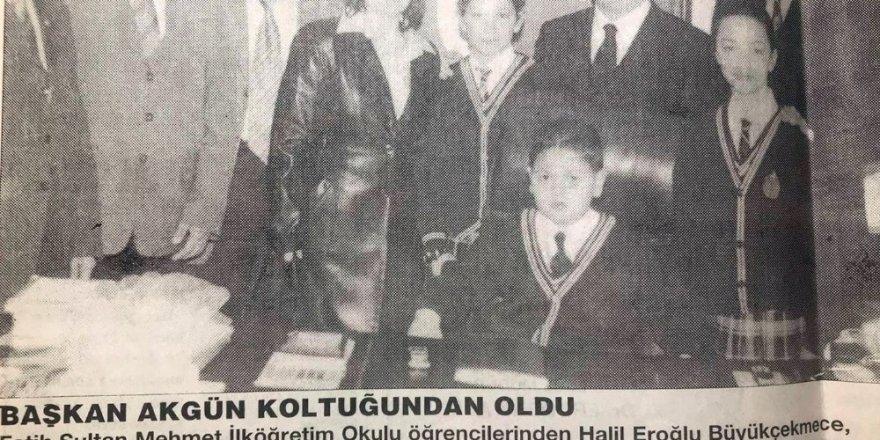 23 yıl önce koltuğunu devrettiği Halil'i mutlu gününde de yalnız bırakmadı