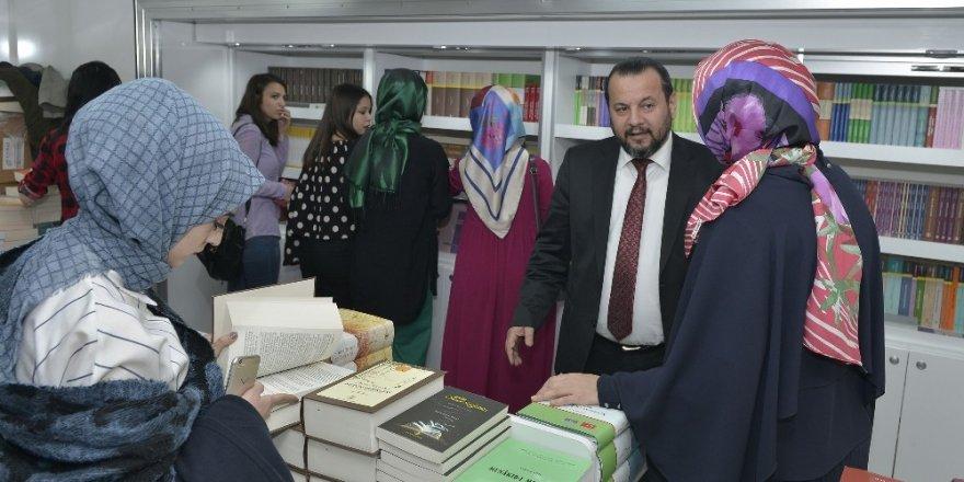 TDK'dan KMÜ'de indirimli kitap satışı