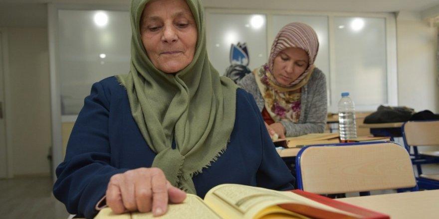 65 yaşında Kur'an-ı Kerim okumayı öğrendi