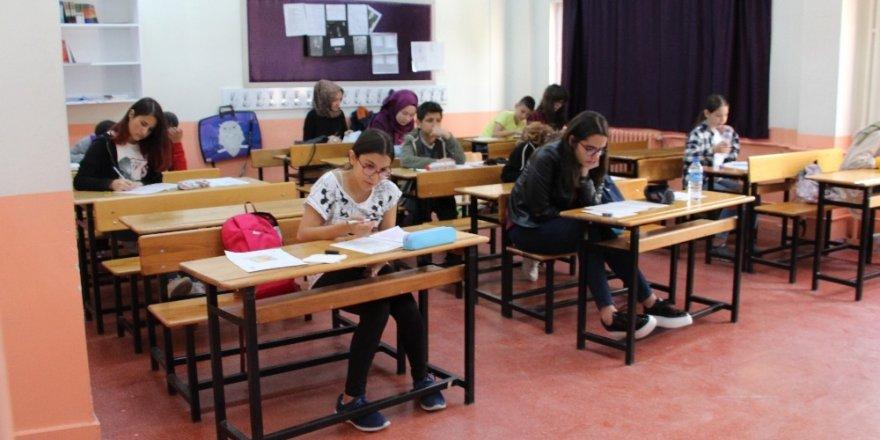 Isparta'da ilk ve ortaokul öğrencilerine okuma sınavı