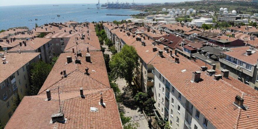 Avcılar'da dün tahliye edilen bina ve çevresi havadan görüntülendi