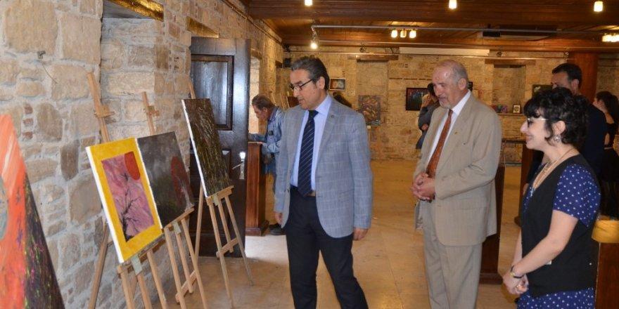 Kuşadası'nda resim sergisi açıldı