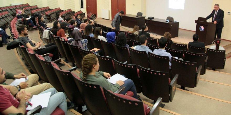 """GAÜN'DE """"6. Lisansüstü Çalışmalarında Araştırma Yöntemleri"""" Çalıştayı"""