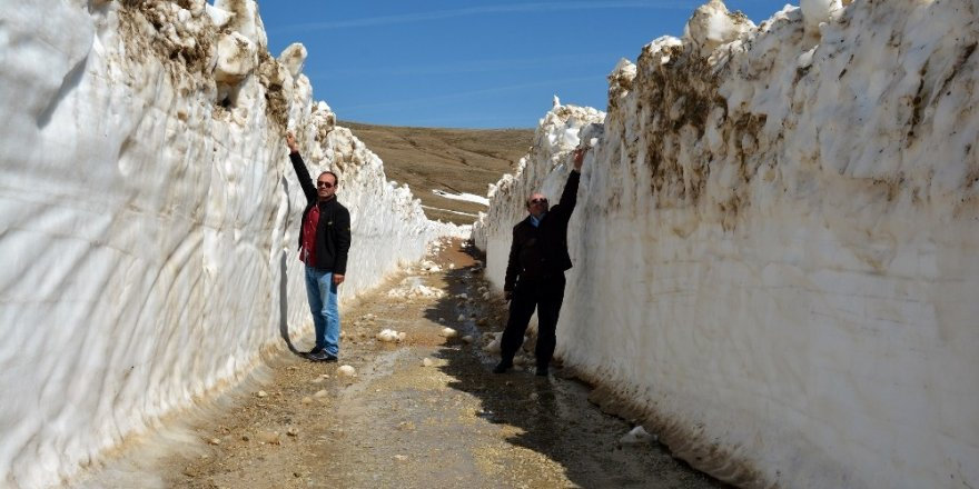Karla kaplı yollar hızla açılıyor