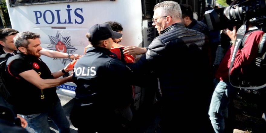 Taksim'de ilk müdahale! Gözaltına alındılar