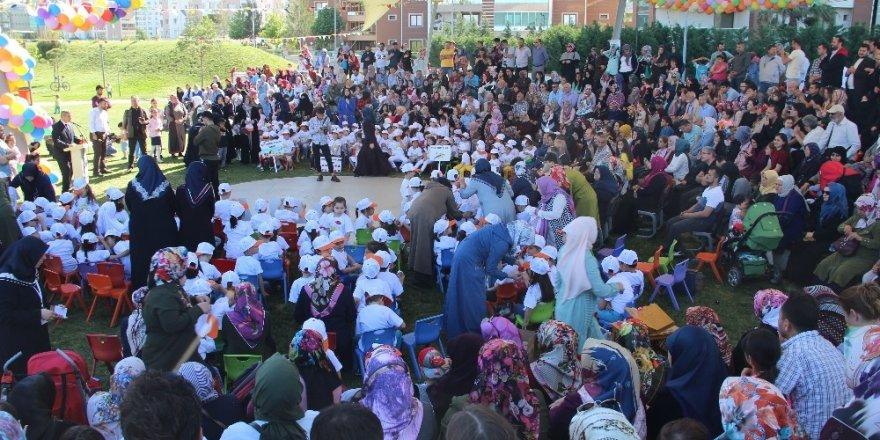 Kur'an kurslarının minikleri Çocuk Şenliği'nde buluştu