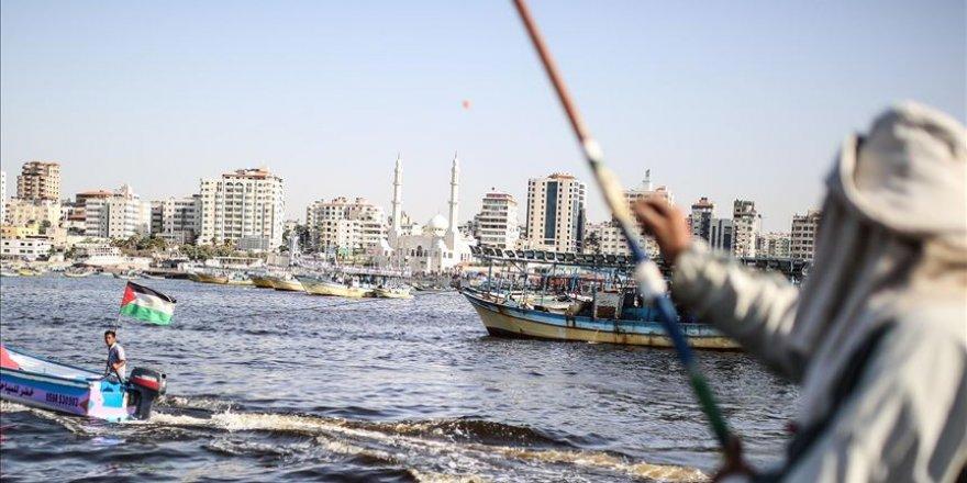 Israeli navy arrests 3 fishermen off Gaza coast