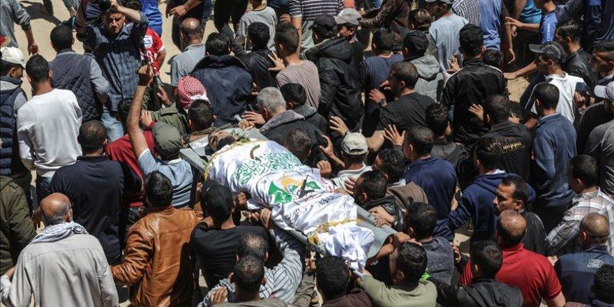 Gazans bid farewell to youth martyred by Israel
