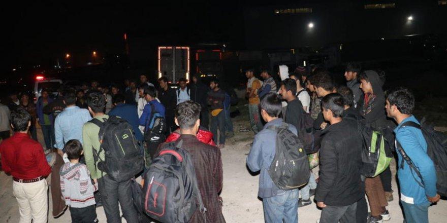 Adana'da 50 kaçak göçmen yakalandı