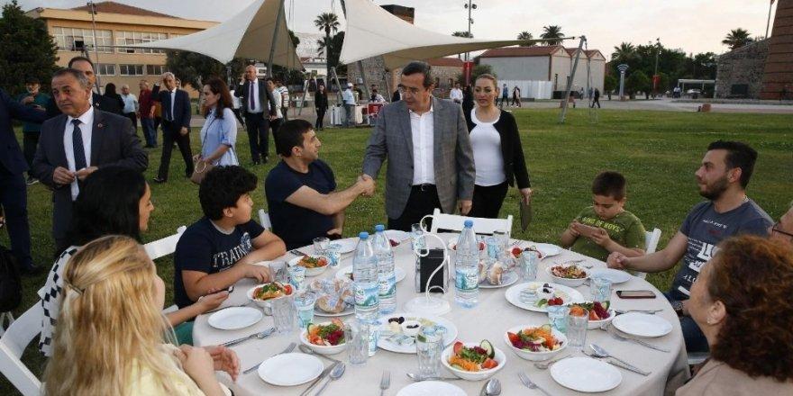 Batur, Konak protokolünü iftar sofrasında buluşturdu
