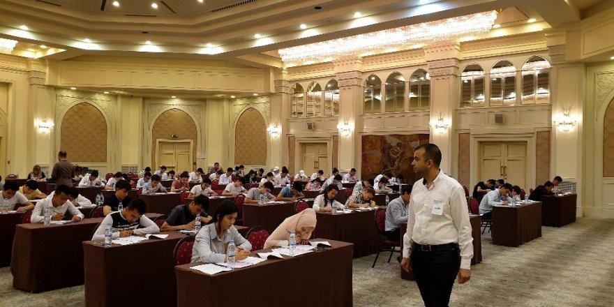 Özbekistanlı öğrenciler Türkiye'de üniversite okumak için ter döktü
