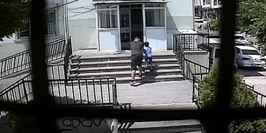 Çocuğun elindeki telefonu çalan hırsız güvenlik kamerasında