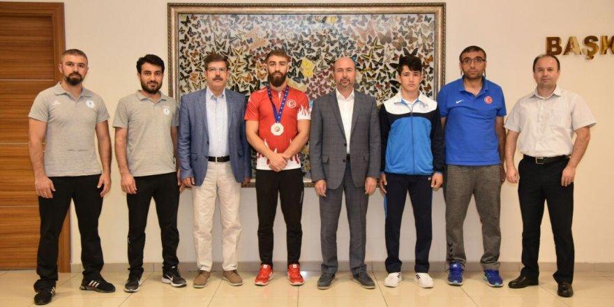 Milli sporculardan Başkan Pekyatırmacı'ya ziyaret