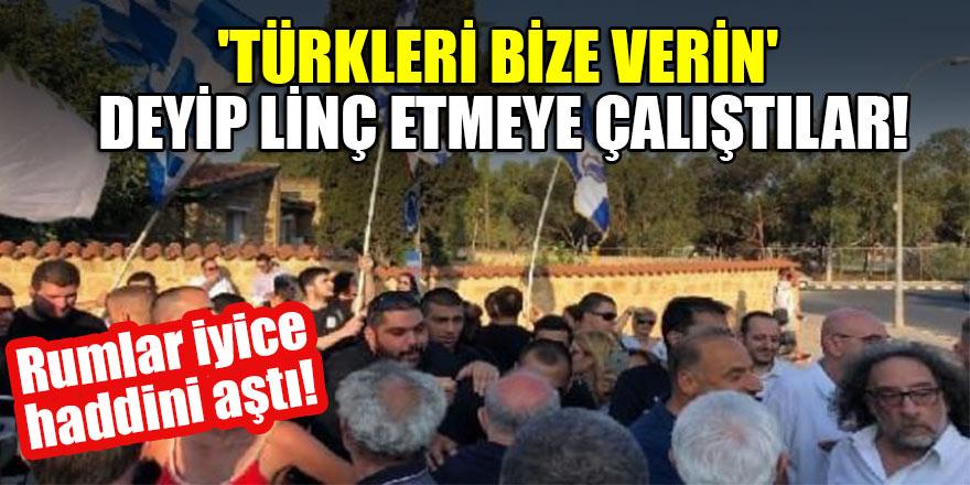 Rumlar iyice haddini aştı! 'Türkleri bize verin' deyip linç etmeye çalıştılar!