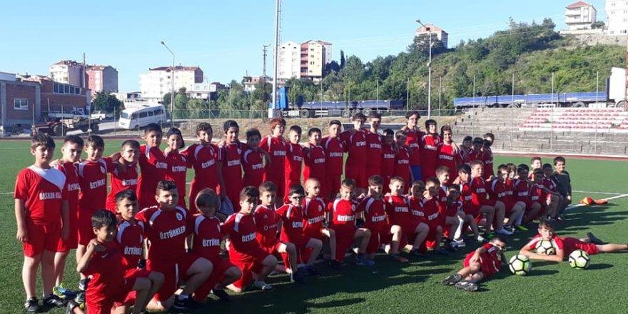 Türkeli'de yaz futbol okulu açıldı
