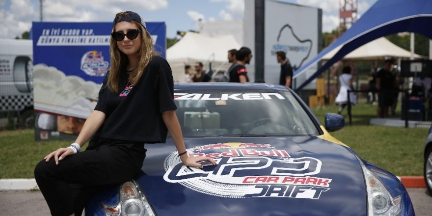 Driftçiler Red Bull Car Park Drift'te asfaltı ağlattı