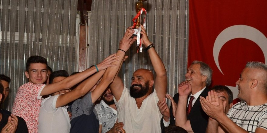Güneşspor Şampiyonluğunu kutladı