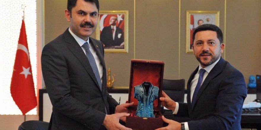 Başkan Arı, kent meydanı ve kentsel dönüşüm projeleri için Bakan Kurum ile görüştü
