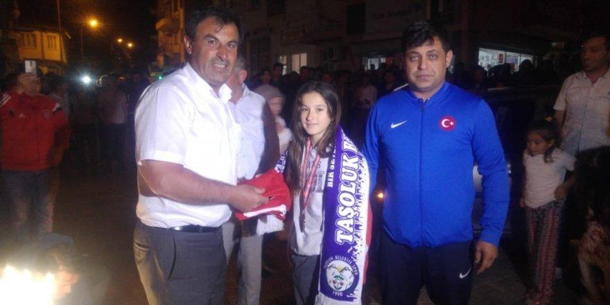 Avrupa 3.'sü Eda Nur Ersoy'a memleketinde coşkulu karşılama