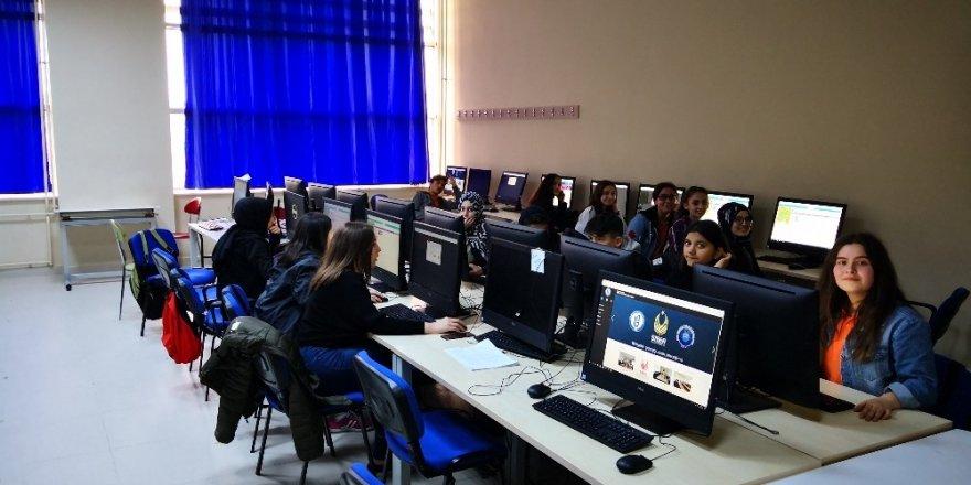 """Ortaokul ve Lise Öğrencilerine """"Siber Güvenlik ve Kodlama"""" Eğitimi verildi"""