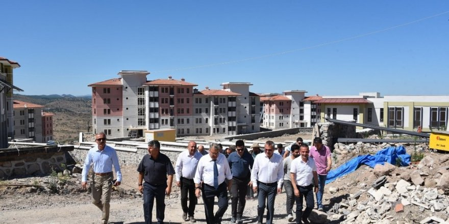Başkan Çerçi, Vali Deniz ile Yunuskent'te incelemelerde bulundu