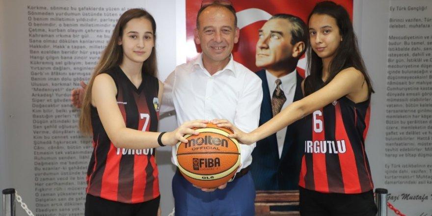 Turgutlu Belediyespor'un milli yıldızları kampta göz doldurdu
